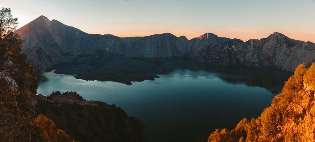 lombok volcano crater rim