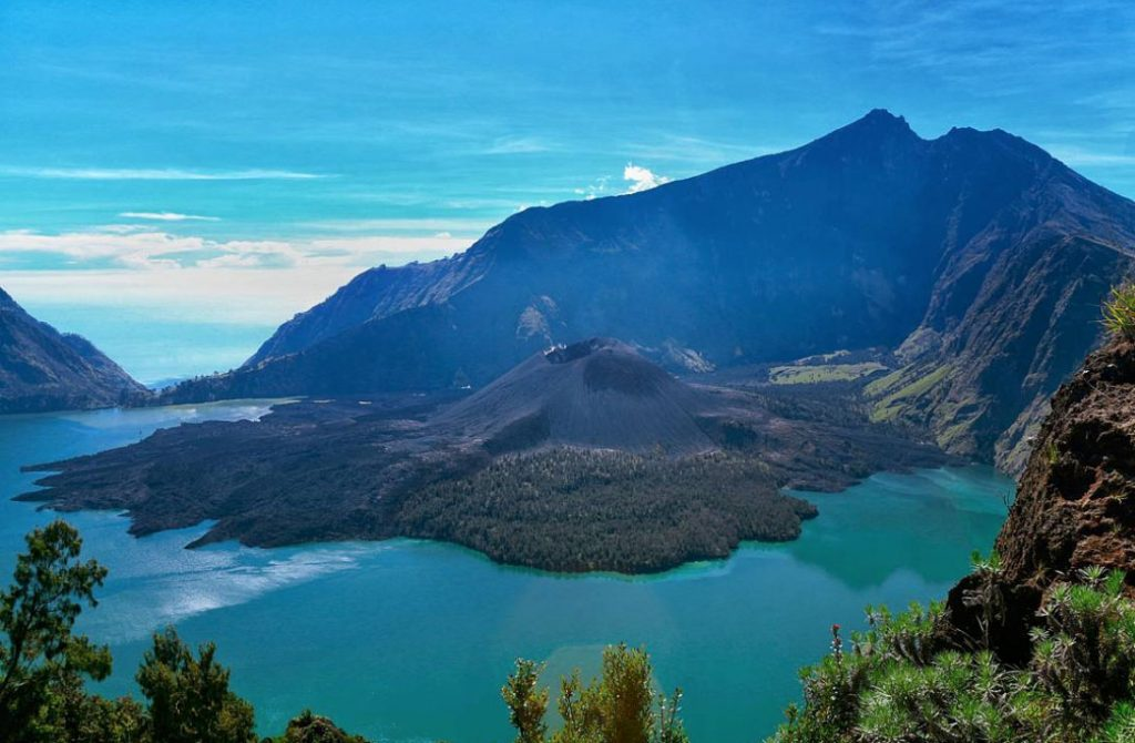 Mt Rinjani, trekking, 2 days 1 night, 3 days 2 nights, camping, hiking, Senaru, Semblaun, Lake Segara Anak, crater rim